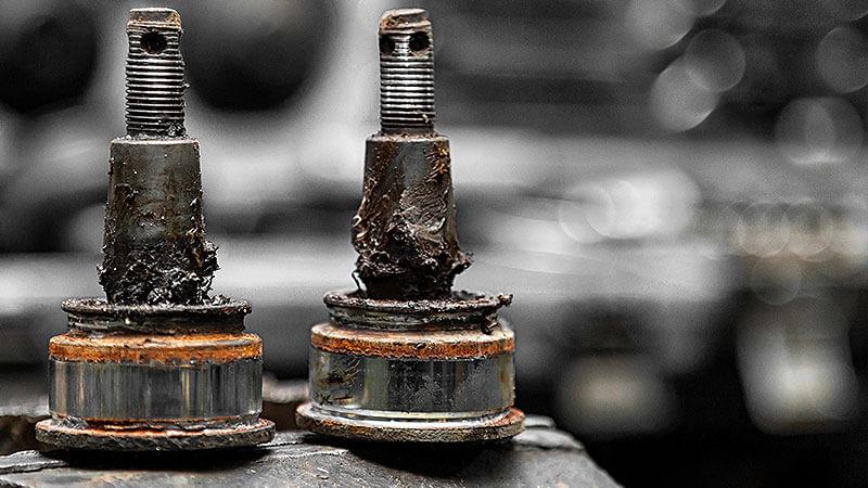 Ersatzteile | Abgenutze Fahrzeugteile, die Ersetzt werden müssen